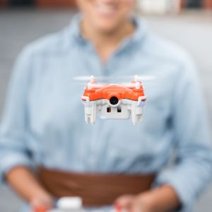 TRNDlabs, »SKEYE Nano 2 FPV Drone«, 2015 Fernsteuerung und Nano-Drohne / Controller and nano drone © TRNDlabs, 2016
