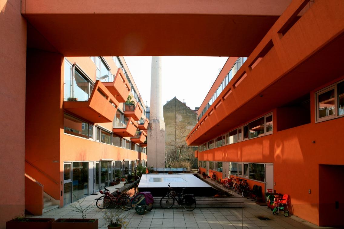 Courtyard of Sargfabrik, Wien BKK-2, Vienna, 1992–96 © Stadt Wien MA 18 / R. Christanell
