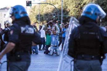 Migranti sgomberati a Roma: ora in strade vicino a stazione