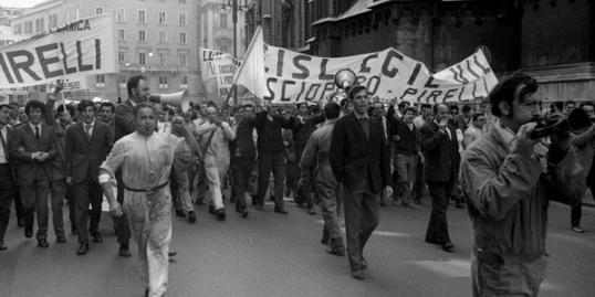 MANIFESTAZIONE DI LAVORATORI OPERAI DELLA PIRELLI ANNO 1969