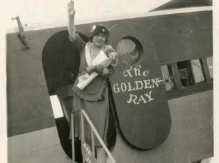 Margherita Sarfatti a bordo dell'aereoplano Golden Ray-k4aG-U3030521267703xRG-593x443@Corriere-Web-Sezioni