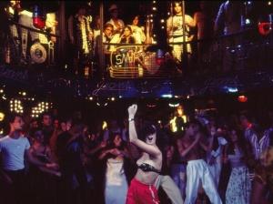 sonia-braga-ao-centro-em-cena-da-novela-dancin-days-de-gilberto-braga-1978-
